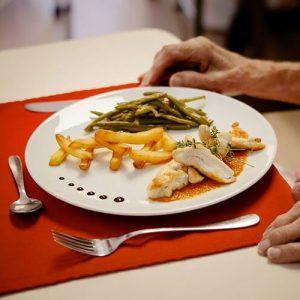 Cuisine produits frais maison de retraite à Nice Les Jardins de Sainte-Marguerite