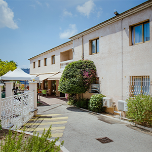 exterieur-residence-retraite-jardins-sainte-marguerite-medifar